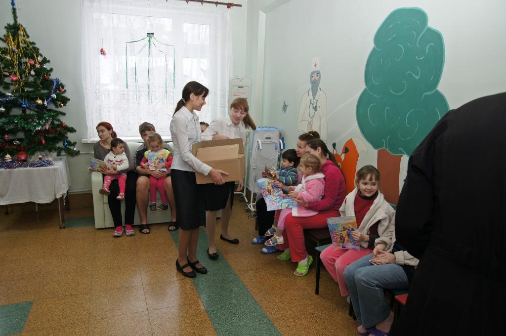 Поздравление детским больницам
