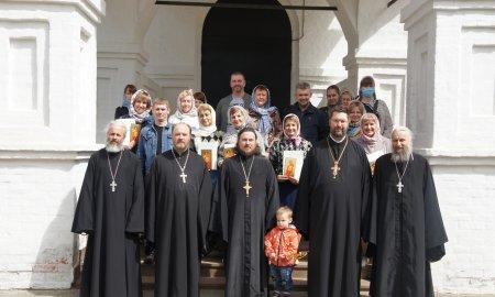 Вручение свидетельств об окончании Библейско - богословских курсов имени преподобного Сергия Радонежского в Истринском благочинии.