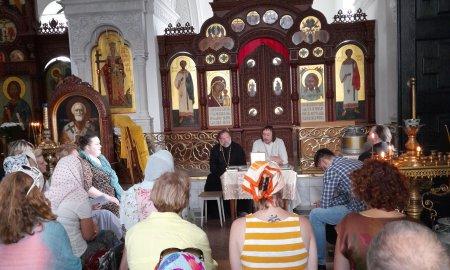 Встреча с прихожанами в храме Крестовоздвижения села Дарна