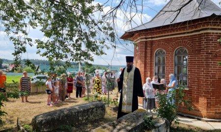 Молебен  в Сергиевской часовне деревни Загорье
