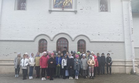 Гости из Павловской гимназии  в Сергиевском храме в Веледниково